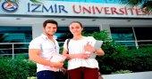İzmir Üniversitesi'nde burslar kesilmiyor