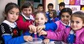 Öğrencilerin 'çikolata parası' Suriyeli kardeşlerine