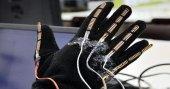 Üniversite öğrencisi görme engelliler için 'akıllı eldiven' geliştirdi