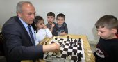 Öğretmenin satranç merakı tüm ilçeyi sardı!