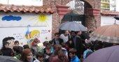 Türkçe kitap ve öğretmen eksikliğini protesto ettiler