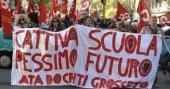 İtalya'da öğrenciler hükümetin eğitim reformunu protesto etti