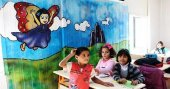 Suriyeli resim öğretmenleri okullarını renklendiriyor