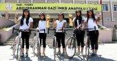 Vanlı kız öğrencilerin şampiyonluk sevinci
