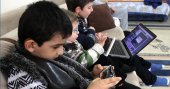 Akıllı telefonlar çocukları 'susturmasın'