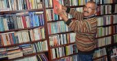 Emekli öğretmen, evini kütüphaneye dönüştürdü