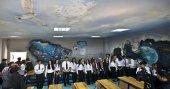 Sınıflarını üç boyutlu sinema sahnesine çevirdiler